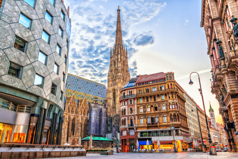 Store your luggage near Stephansplatz and explore vienna hassle free